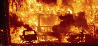 Fire engulfs Northern Calif. town, levels businesses