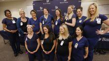 Funcionárias do mesmo hospital, dezesseis enfermeiras anunciam que estão grávidas