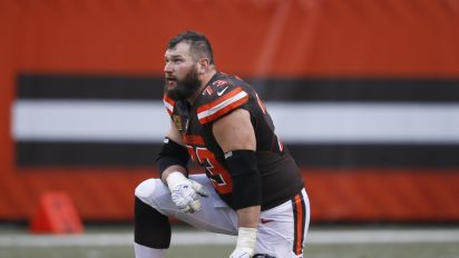 Watch: Browns Joe Thomas struggles to name all the quarterbacks he's blocked for