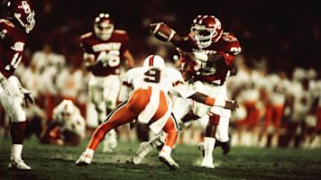 Oklahoma great Dixon dies at 53 after battle with ALS