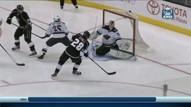 Jarret Stoll beats Darcy Kuemper five hole