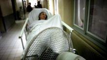 """""""Là, nous sommes vraiment embolisés"""": aux urgences, usagers et professionnels de santé tirent la sonnette d'alarme"""