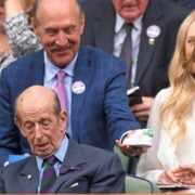 皇室鐵粉都在猜!溫網悄送「寶寶鞋」給凱特王妃的老先生是誰?