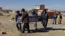 """Bolivia: encuentran cinco fosas comunes con una cantidad """"sorprendente"""" de restos humanos"""