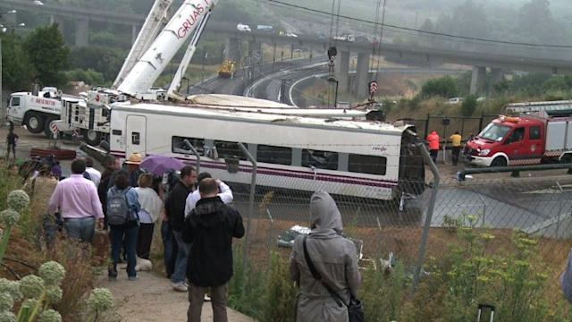 Police detain Spain train crash driver for 'recklessness'