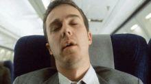 Dormir em aviões pode prejudicar nossa audição, diz pesquisa