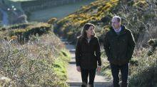 Hier strahlen William und Kate an der Küste Irlands