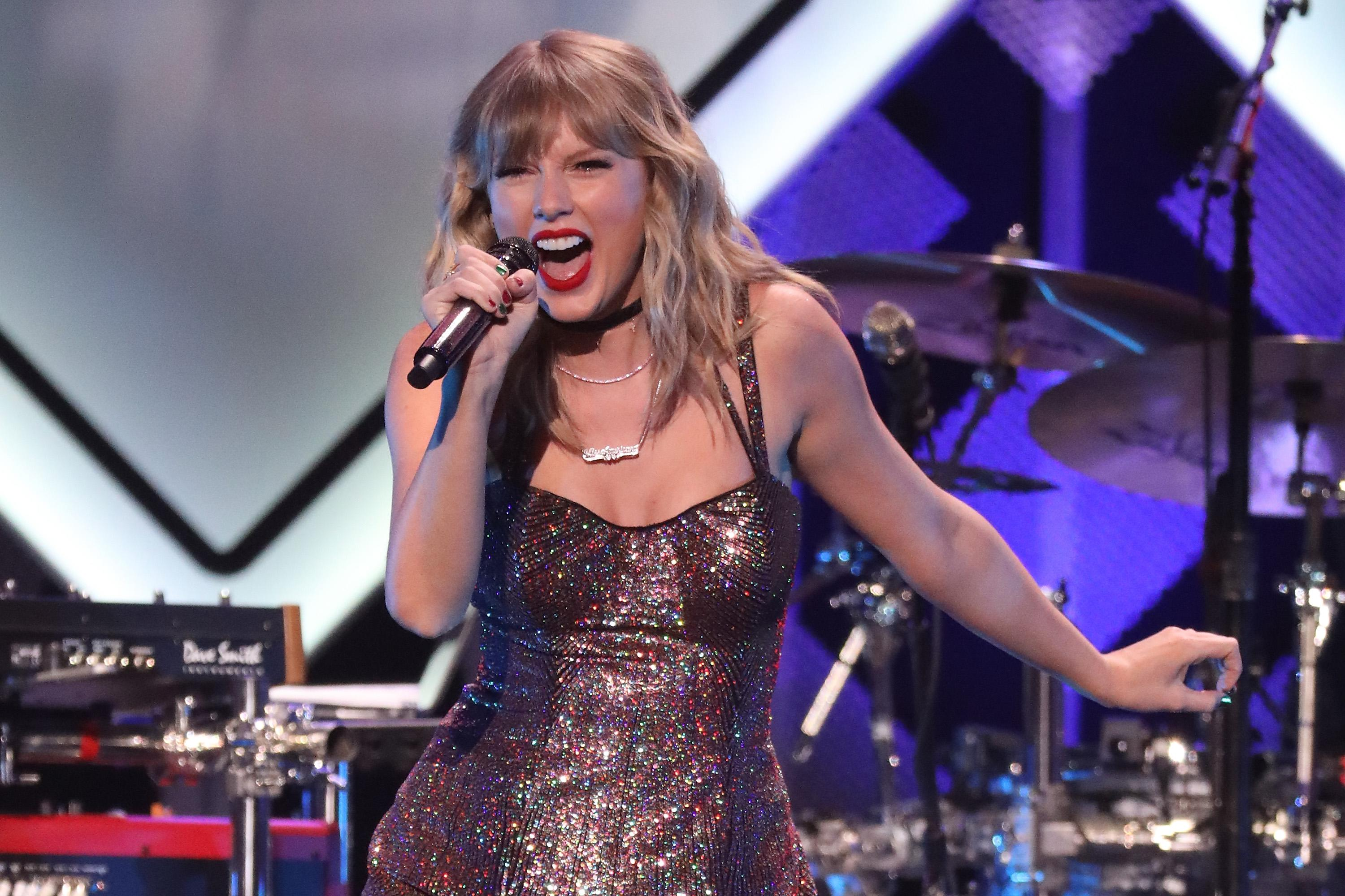 Taylor Swift rings in her 30th birthday party with Jingle Bell concert and cake decorated with cats