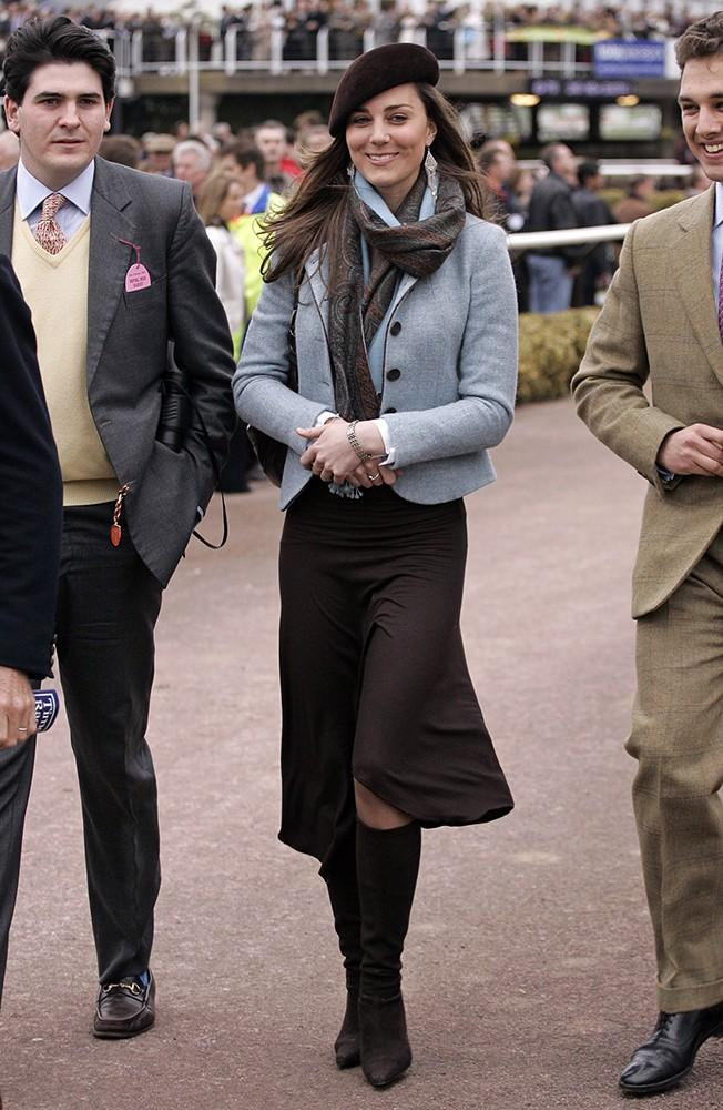 For the next day of the festival, Kate went for a mix of blues and browns, wrapping it up with a pretty scarf and beret.