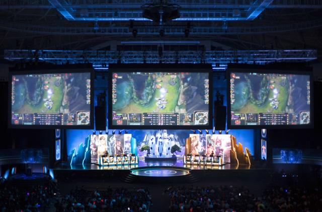 'League of Legends' adopts Overwatch League-style premium eSports pass