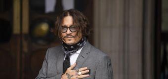 Director accuses studio of 'burying' Depp movie