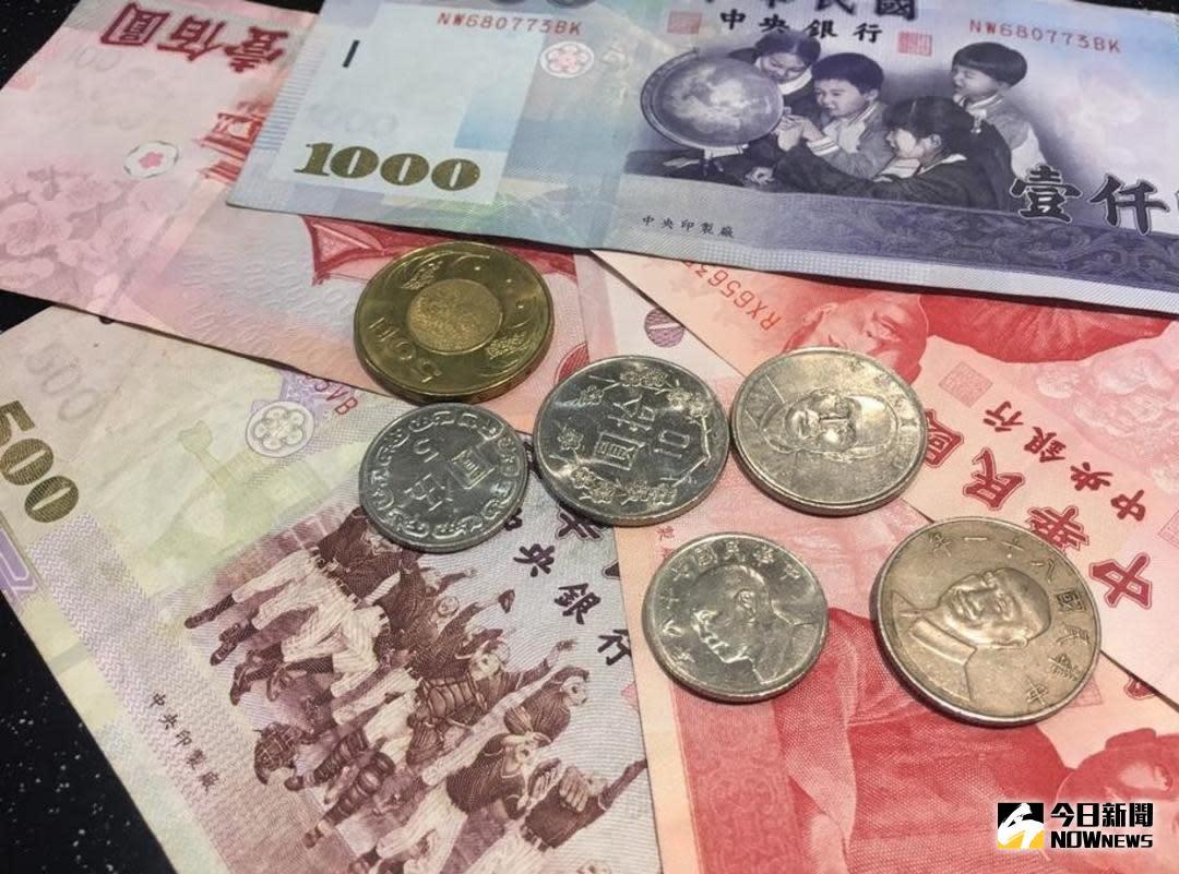 ▲根據「國人金融能力」調查結果顯示,台灣民眾的金融素養高於美國,且金融素養、態度與投資報酬率呈現高度的正相關,但高金融素養也產生「過度自信」的狀況,且男性的過度自信高於女性。(圖/NOWnews資料照)