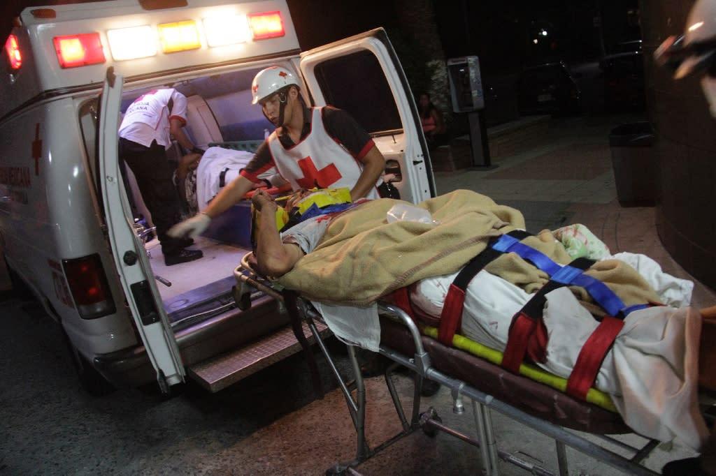 An injured man arrives at a hospital in Saltillo City, Mexico on July 29, 2015 (AFP Photo/Alejandro Tomatsu)