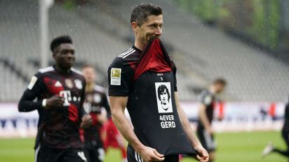 Lewandowski's touching tribute on historic goal