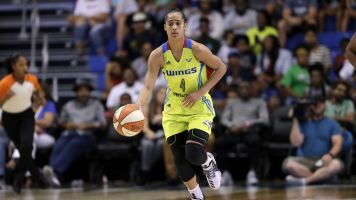Skylar Diggins-Smith met with Mark Cuban to discuss the NBA, WNBA pay gap