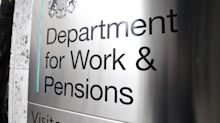 Covid-19: Almost 950,000 people apply for Universal Credit in two weeks