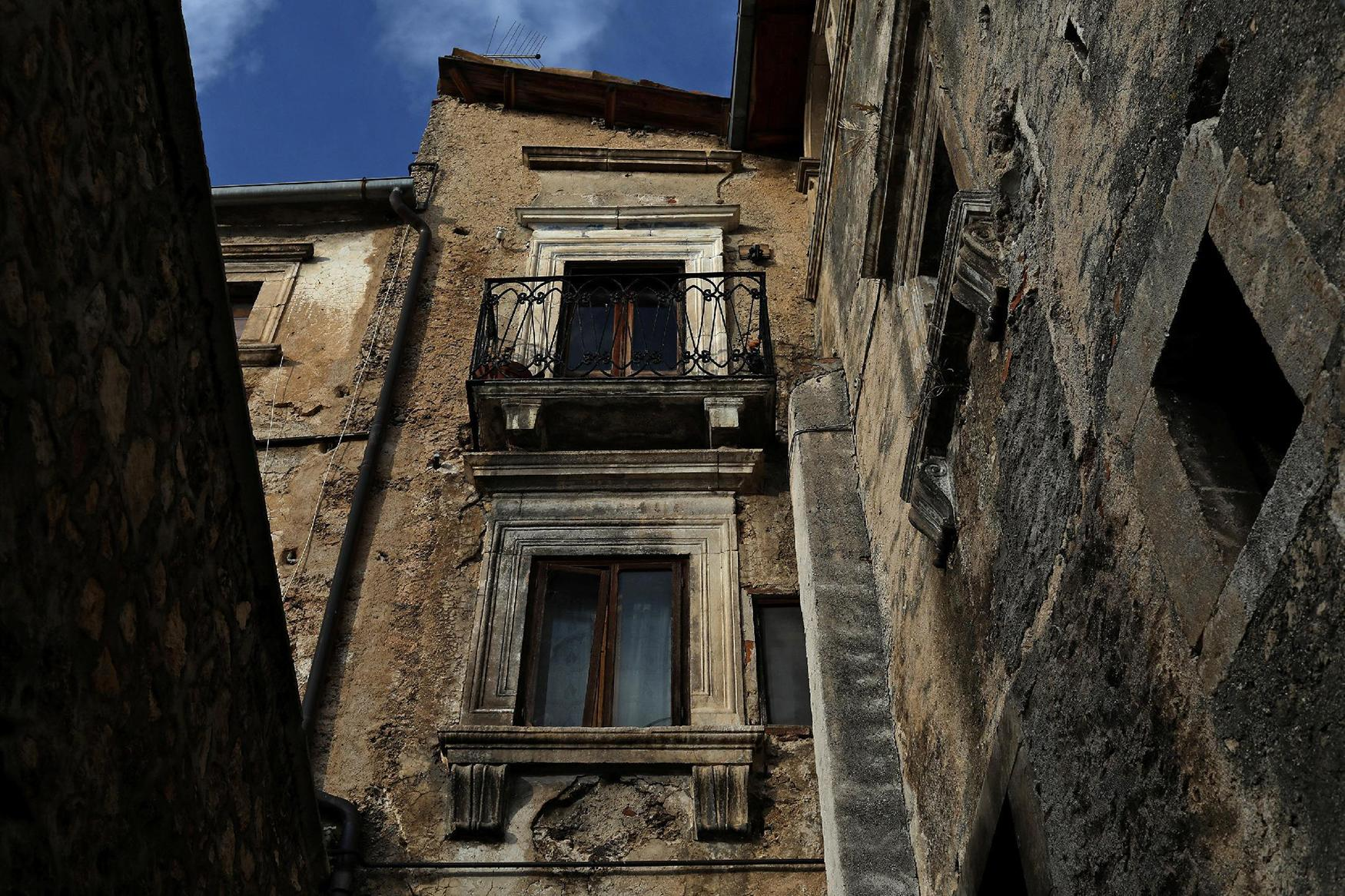 <p>A building is seen near the old center of the town of Castelvecchio in the province of L'Aquila in Abruzzo, inside the national park of the Gran Sasso e Monti della Laga, Italy, September 11, 2016. (Photo: Siegfried Modola/Reuters) </p>
