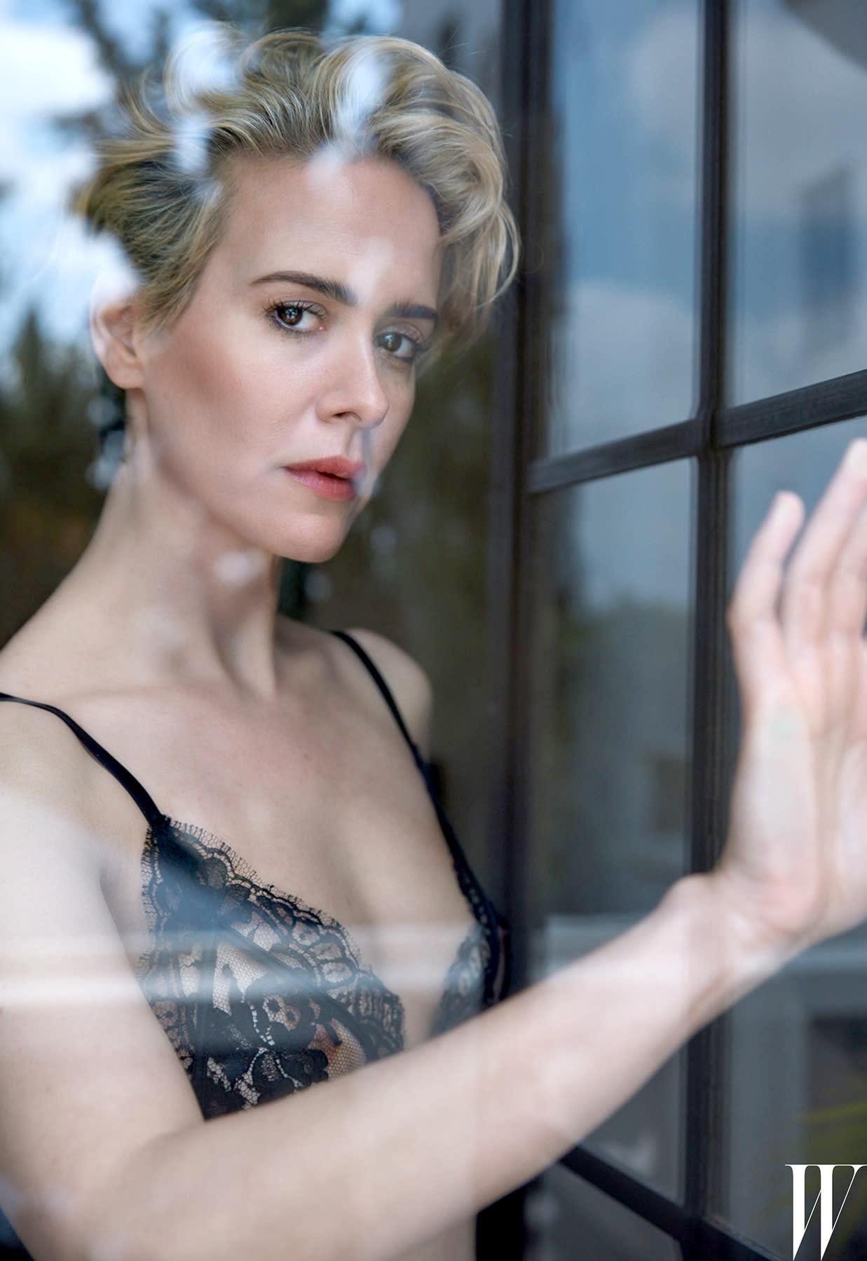 Sarah Paulson Poses Completely Topless Photo Shoot W Magaz