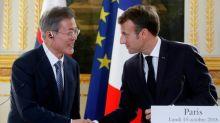 """Corées: Moon loue la """"sincérité"""" de Kim, Macron demande des """"engagements"""" concrets de Pyongyang"""