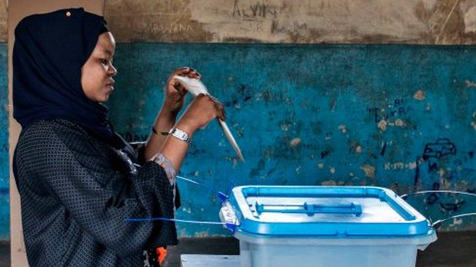 Tanzania elections: John Magufuli faces challenge from Tundu Lissu