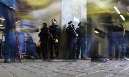 Imagen de archivo.  Policía dentro del estadio Signal Iduna Park, en Dortmund, Alemania