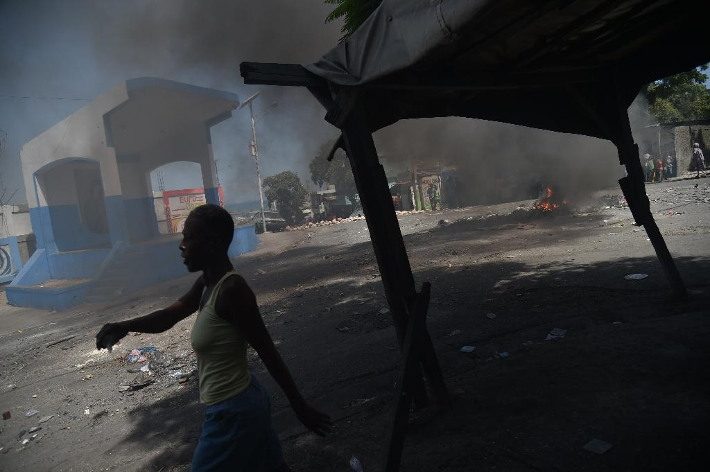 Barricades -- some in flames -- brought activity to a halt in Port-au-Prince during the violence (AFP Photo/HECTOR RETAMAL)