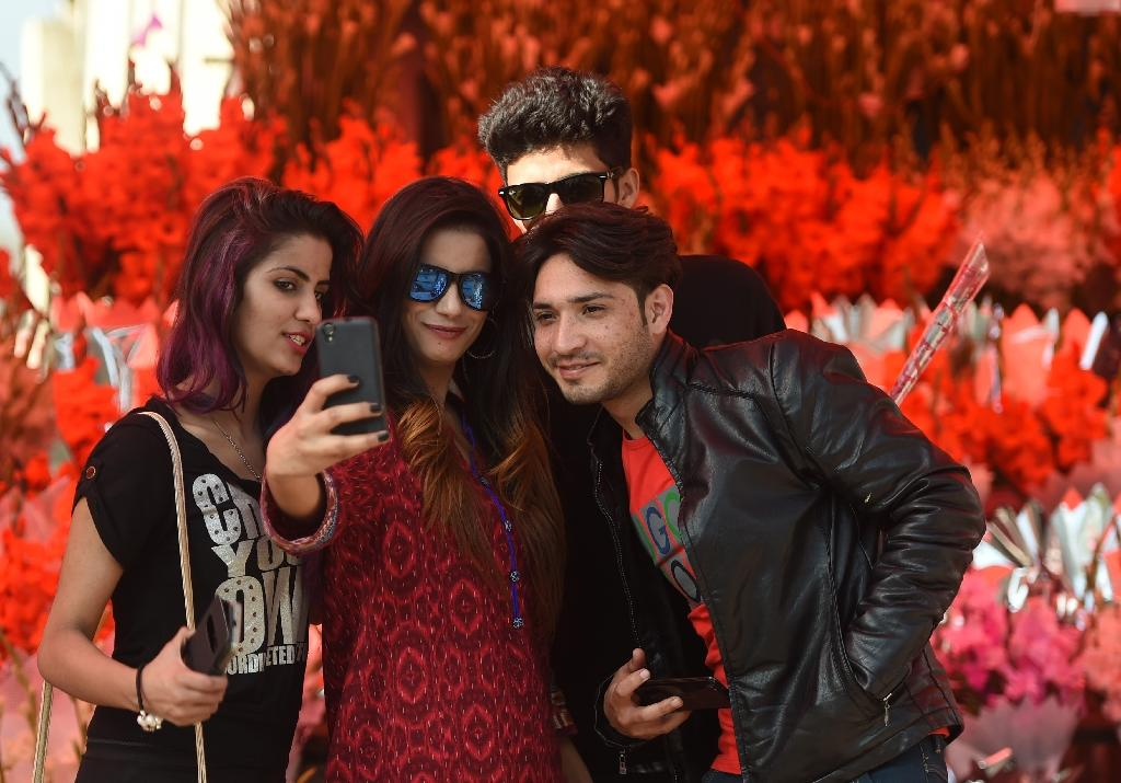 To post or not to post: defiant Pakistani teens' growing dilemma