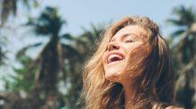 Cómo hacer un escudo para tu cabello en los días de sol, arena y mar