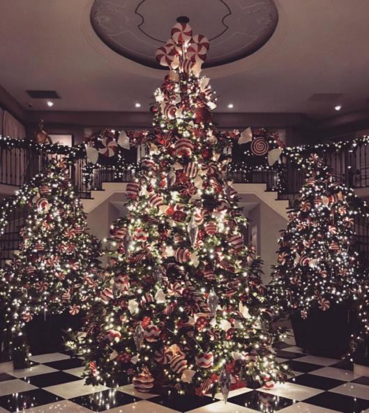 Steve Harvey Christmas Tree.Celebs 2015 Holiday Decor Kris Jenner Tom Brady