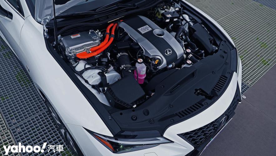 跑格煉成陣下的折衷之作!2021 Lexus小改款IS300h F Sport試駕 - 9