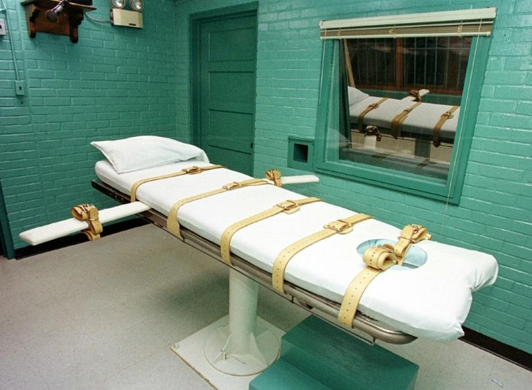 """This 29 February, 2000, photo shows the """"death chamber"""" at the Texas Department of Criminal Justice Huntsville Unit in Huntsville, Texas"""