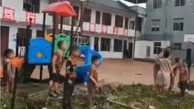 洪水毀校園 張家界小學生嚇壞大哭