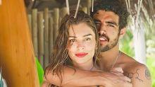 Grazi Massafera ajeita look inusitado de Caio Castro em barco