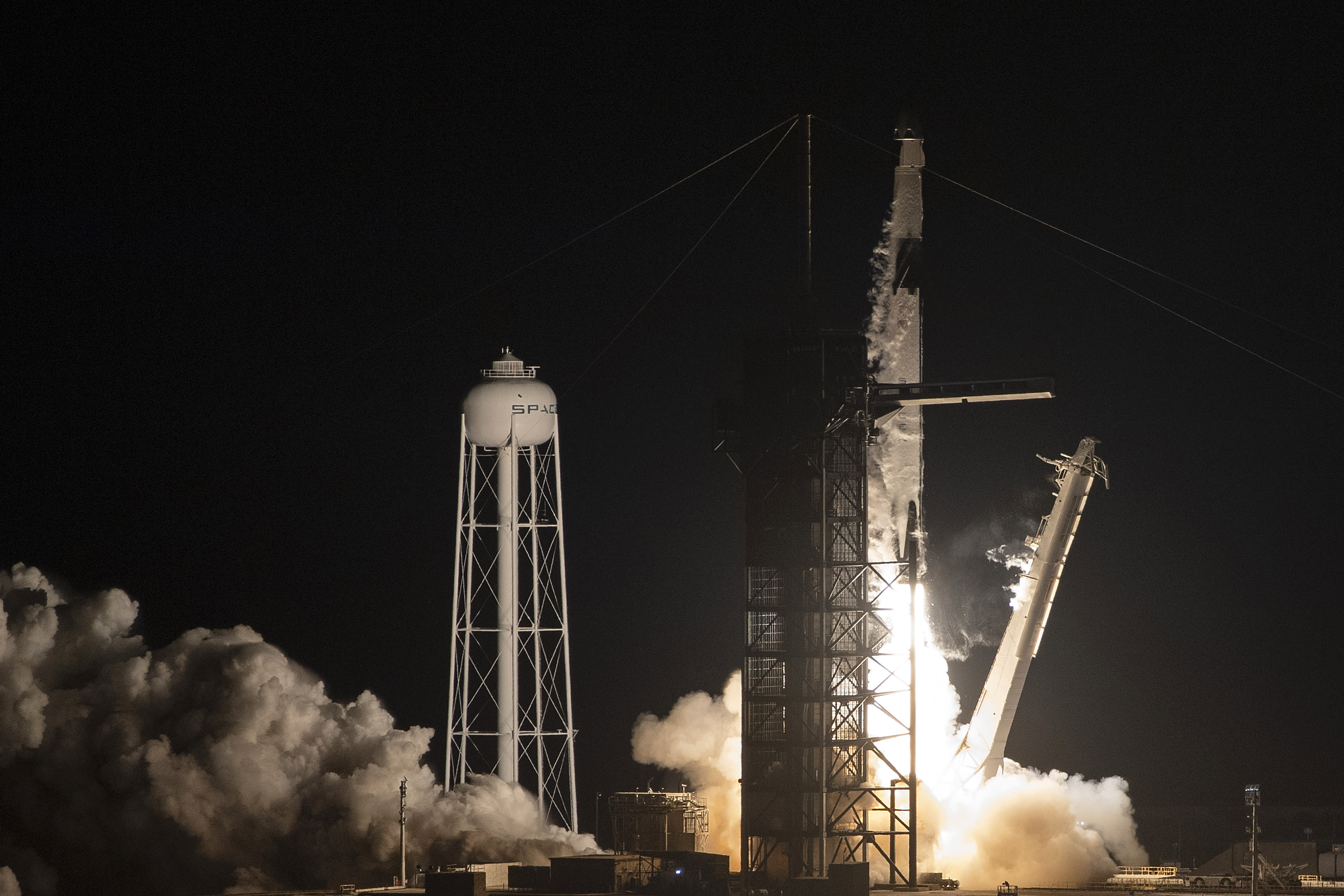 SpaceX rocket destroys itself during crucial Dragon spaceflight test