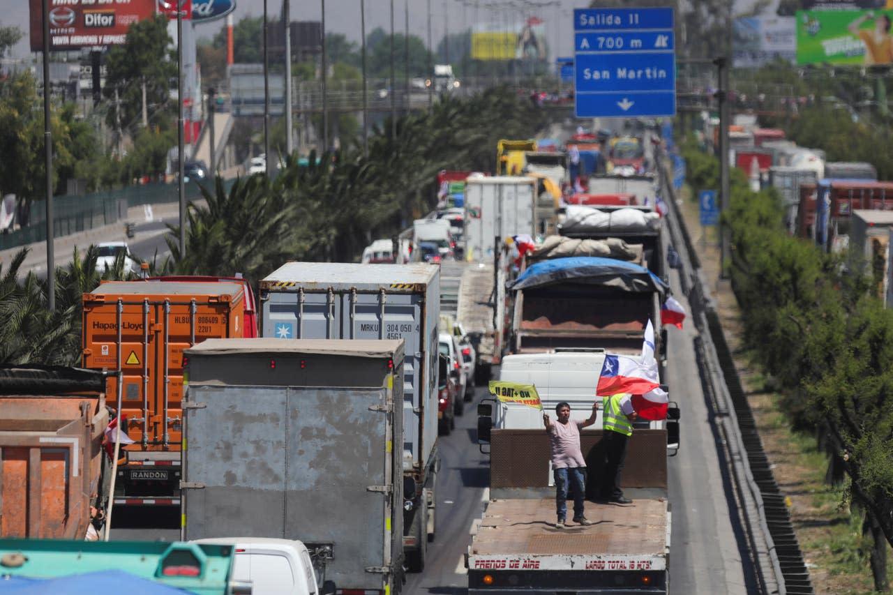 """Resultado de imagen para protestas en Chile llegan hasta los barrios ricos de Santiago"""""""