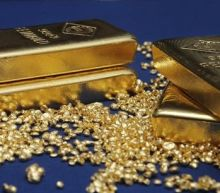 Gold up, dollar shaken by U.S. government shutdown fears