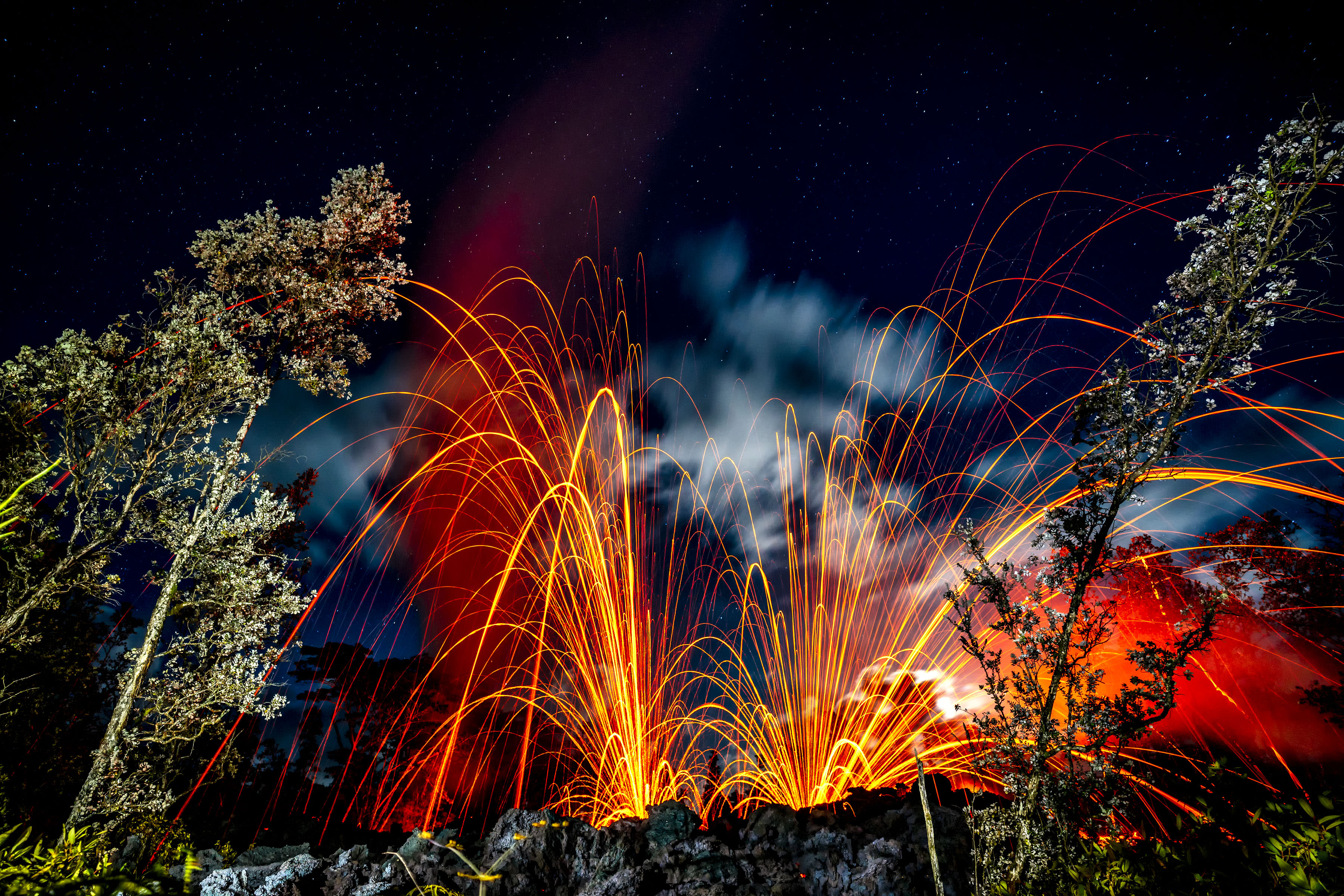 <p>These beautiful images aim to show the more artistic side of Hawaii's recent volcano eruption. (Photo: CJ Kale/Caters News) </p>