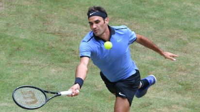 Eight-time champion Federer eases into 13th Halle semi-final
