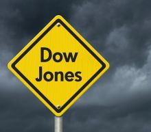 Dow Jones 30 and NASDAQ 100 traders sell during Friday session
