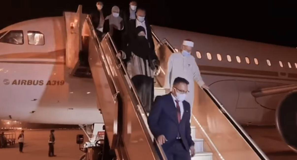Religious affairs minister says private jet trip to Saudi Arabia was 'fully sponsored' (Video)