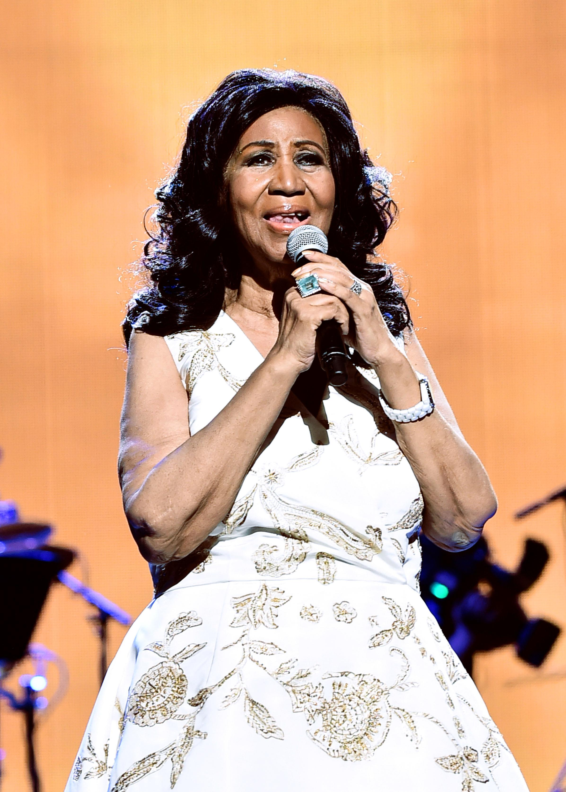 aretha franklin died - HD 2393×3350