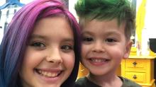 Filhos de Bela Gil surgem de cabelo colorido e chef vira alvo de críticas