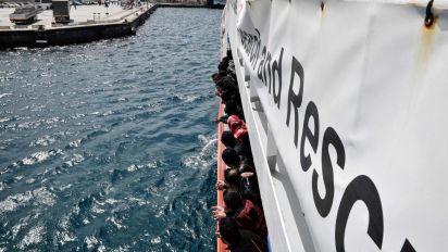 Migranti, bimbo nato a bordo nave Aquarius: si chiama 'Miracolo'
