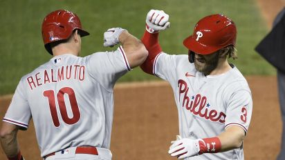 Harper calls on Phillies to re-sign Realmuto
