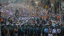Bangladesh: des dizaines de milliers de personnes manifestent contre la France
