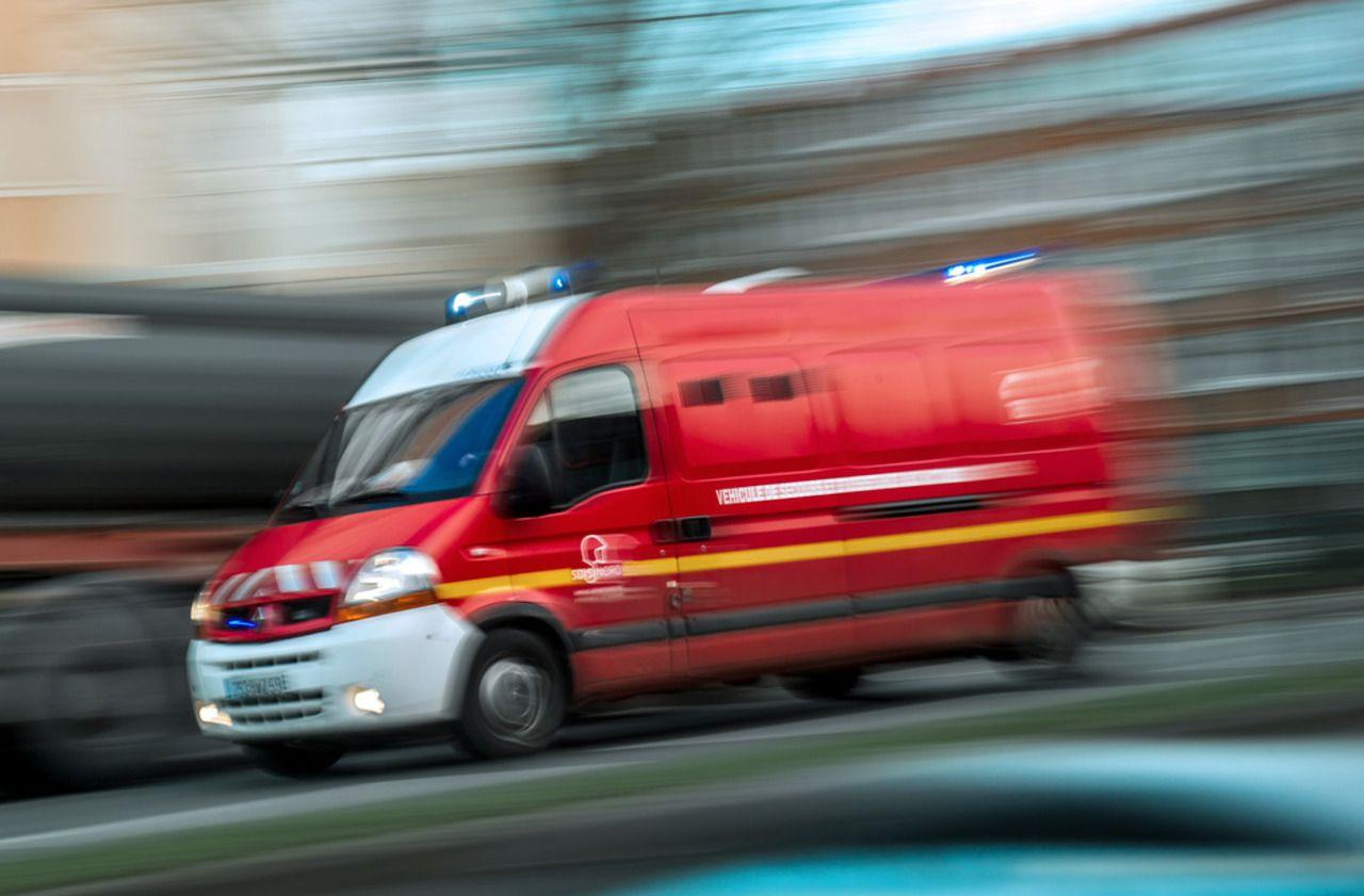 accident de voiture lyon deux jeunes sont morts deux autres dans un tat critique. Black Bedroom Furniture Sets. Home Design Ideas