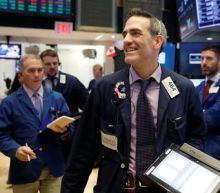 Wall St. treads water as rising interest rates balance tech growth