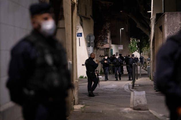 Policier tué à Avignon: les hommages des politiques affluent, LR et RN exhortent le gouvernement à agir