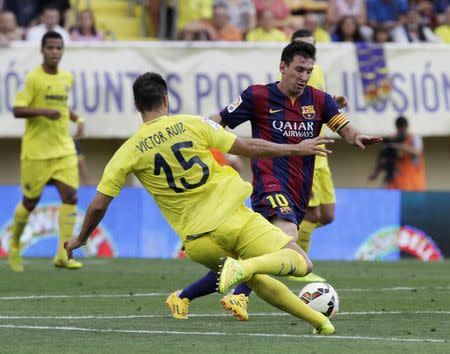 Barcelona's Messi is challenged by Villareal's Ruiz during their Spanish first division soccer match at the Madrigal stadium in Villarreal