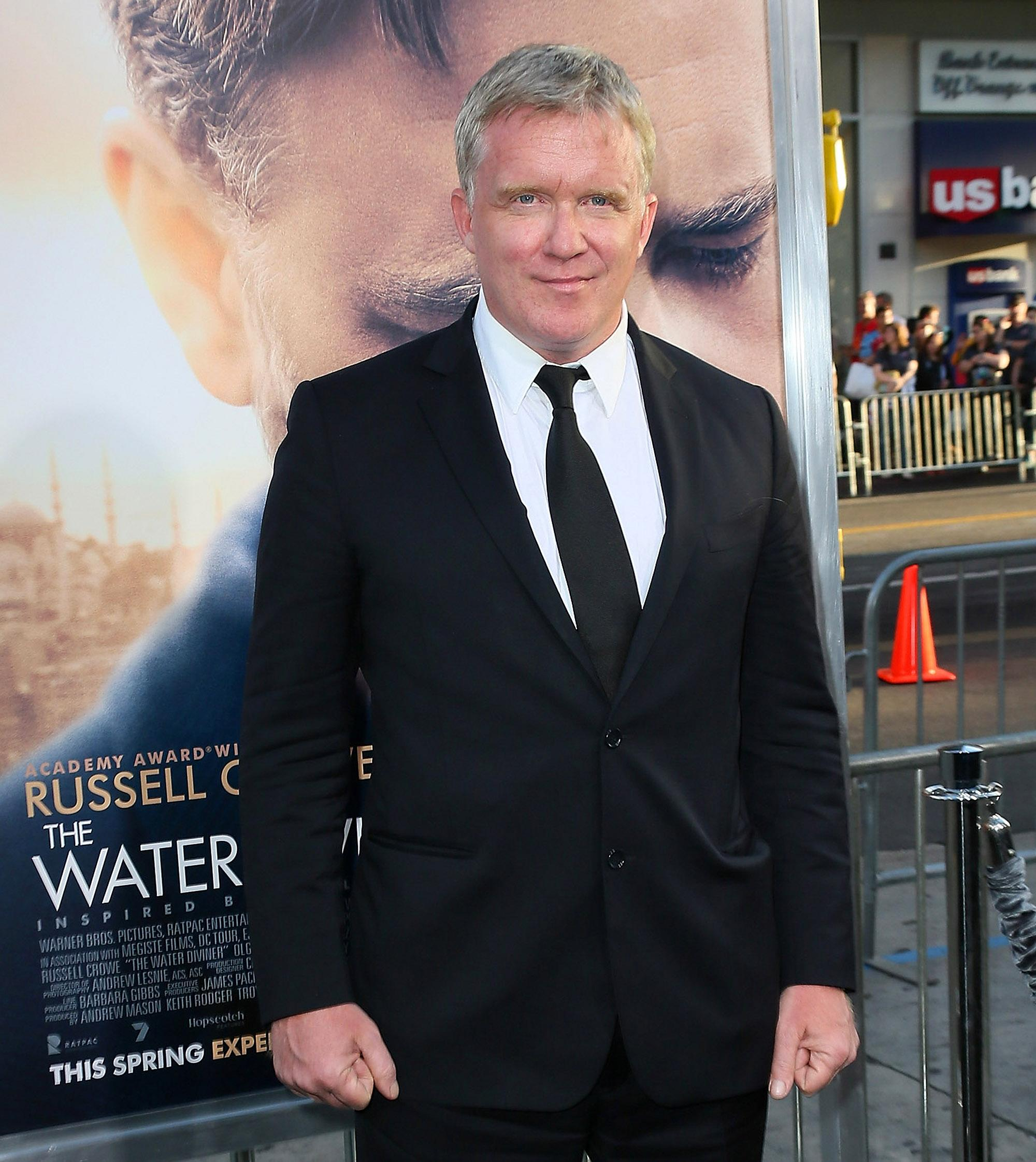 Ally Sheedy Fakes anthony michael hall charged with felony battery for alleged
